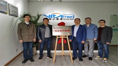 Jointly build a school-enterprise cooperation base